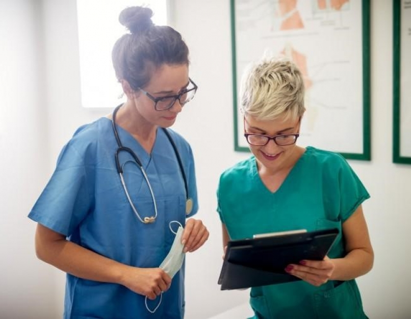 A nurse educator and a nursing student look over a patient's chart.